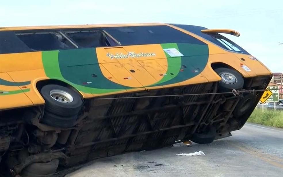 Trecho da rodovia foi interditada — Foto: Reprodução/TV Bahia