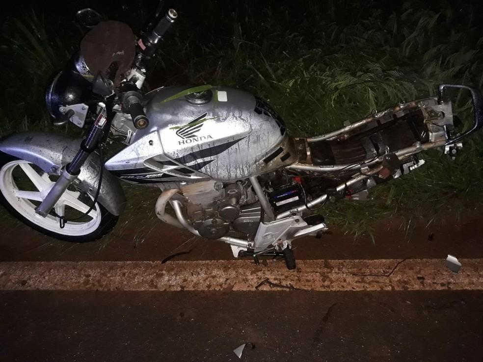 Passageira de moto chegou a ser socorrida mas não resistiu (Foto: Divulgação/Polícia Rodoviária)