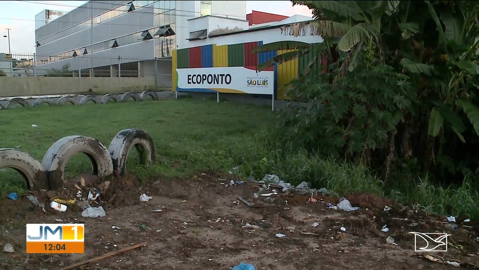 Lixo é jogado próximo a Ecoponto no bairro Cidade Operária, em São Luís (MA) — Foto: Reprodução/TV Mirante