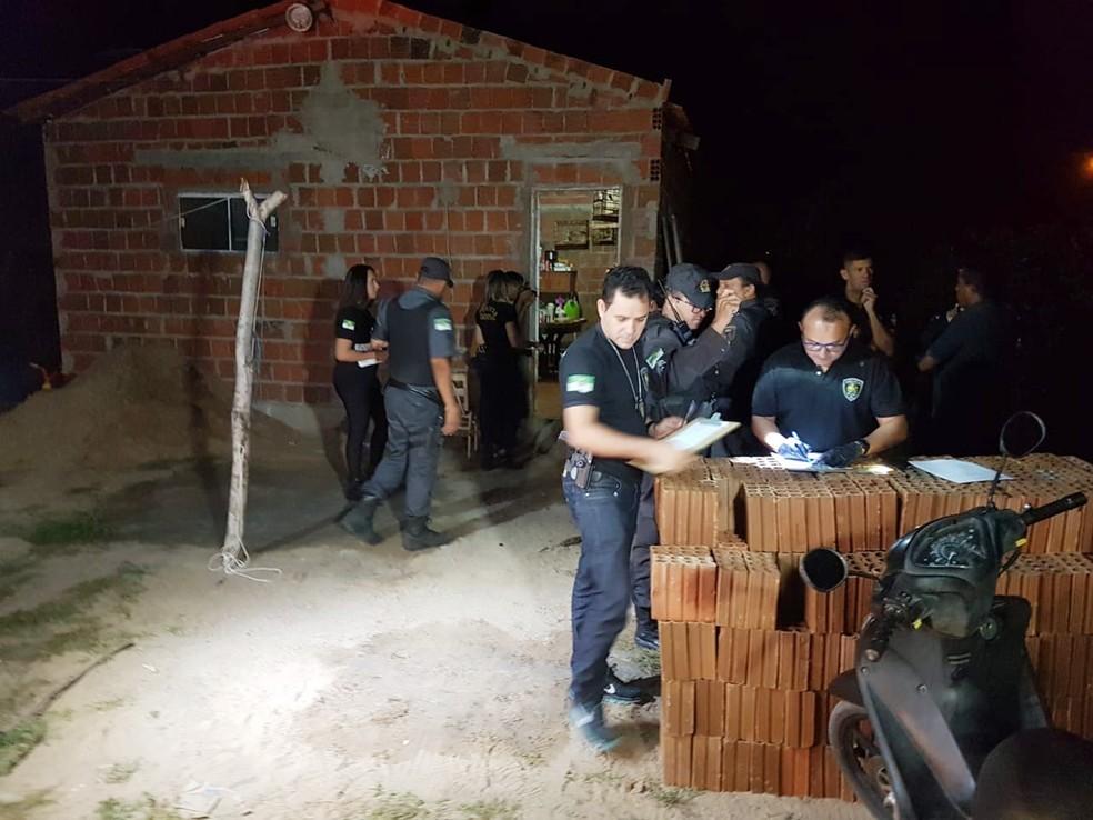 Casal foi assassinado dentro de casa, em uma região conhecida como Nova Mossoró — Foto: José Nílson Ferreira/Passando na Hora