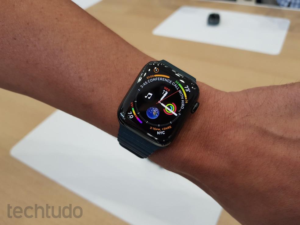 Apple Watch 4 tem tela maior e preços a partir de R$ 399 — Foto: Thássius Veloso / TechTudo