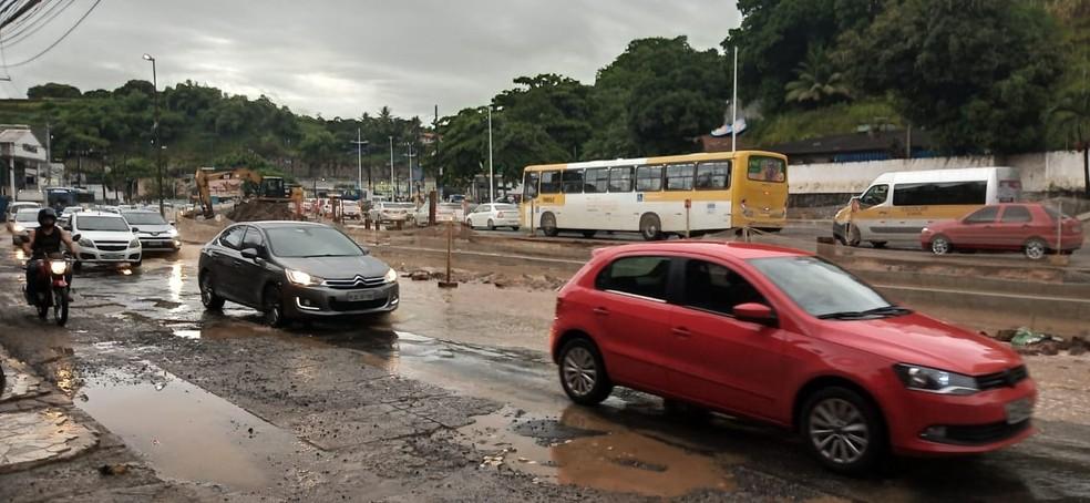 Bairro da Sete Portas tem ponto de alagamentos nesta quarta-feira (19) — Foto: Cid Vaz/TV Bahia