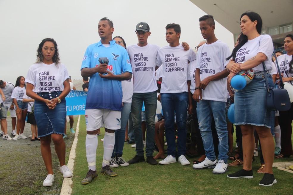 Marcelinho Paraíba contou com a presença dos familiares em seu último jogo oficial — Foto: Raniery Soares / GloboEsporte.com