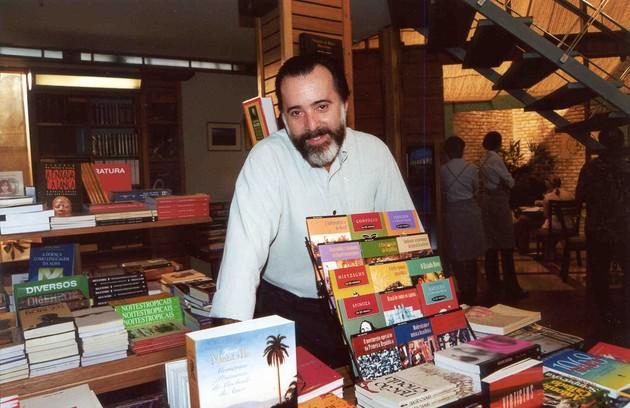 Em 'Laços de família', como o dono de livraria Miguel (Foto: Divulgação)