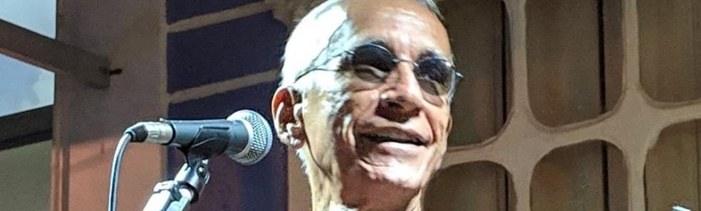 Carlos Eládio faz show em homenagem a Raul Seixas — Foto: Reprodução/Facebook