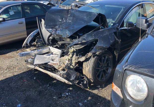 Model 3 depois da batida (Foto: Reprodução/Model_3_Crash_Dummy/Reddit)