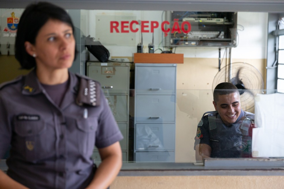 Capitã Cláudia Lança diz que é o primeiro caso de policial transexual na corporação em 188 anos de história — Foto: Marcelo Brandt/G1