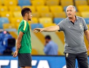 Felipão e Neymar treino reconhecimento Maracanã (Foto: Reuters)