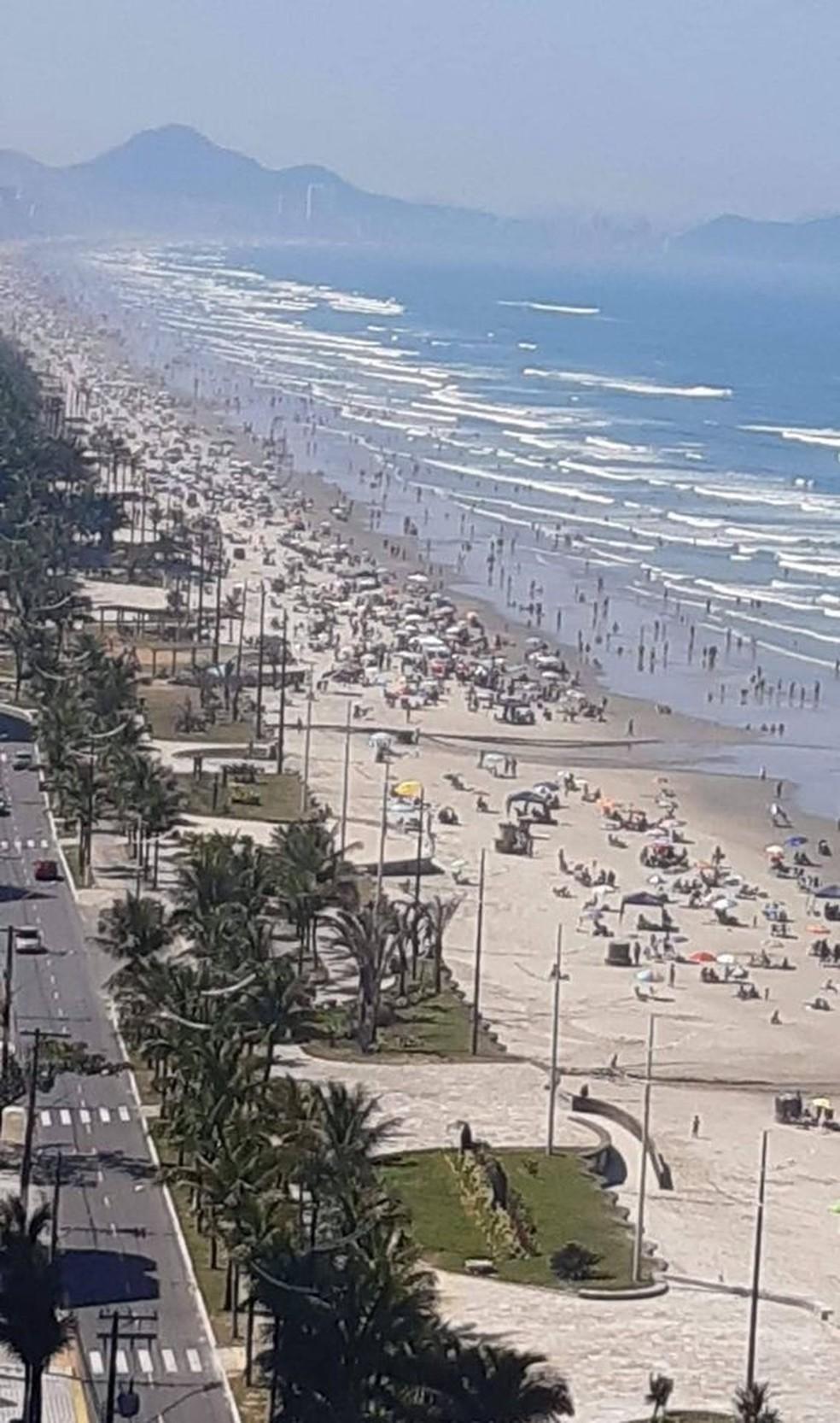 Orla de Praia Grande ficou lotada neste domingo (30) — Foto: Reprodução/ Praia Grande Mil Grau