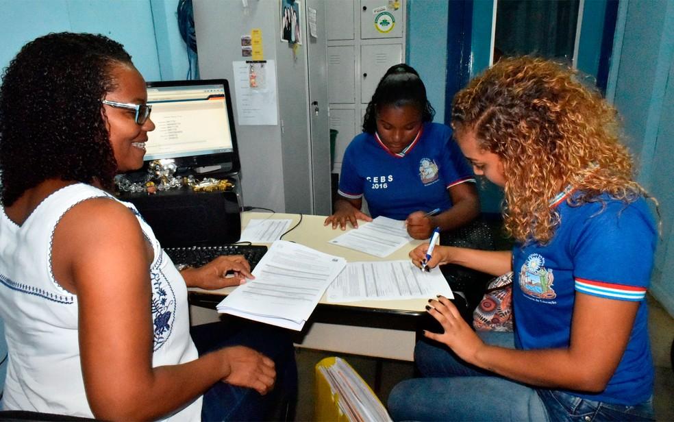 Matrículas para alunos da rede estadual da Bahia de ensino começam na terça-feira (16) (Foto: Claudionor Junior)