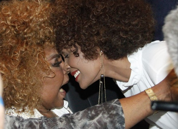 Elza Soares e Isabel Fillardis (Foto: Marcos Ferreira/Brazil News)