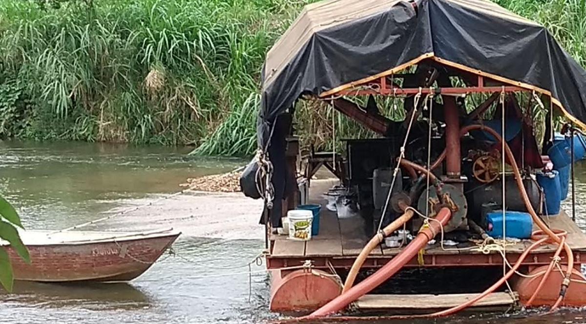 PF prende três suspeitos de extração ilegal de ouro no Rio Paraíba do Sul, em São Fidélis, no RJ