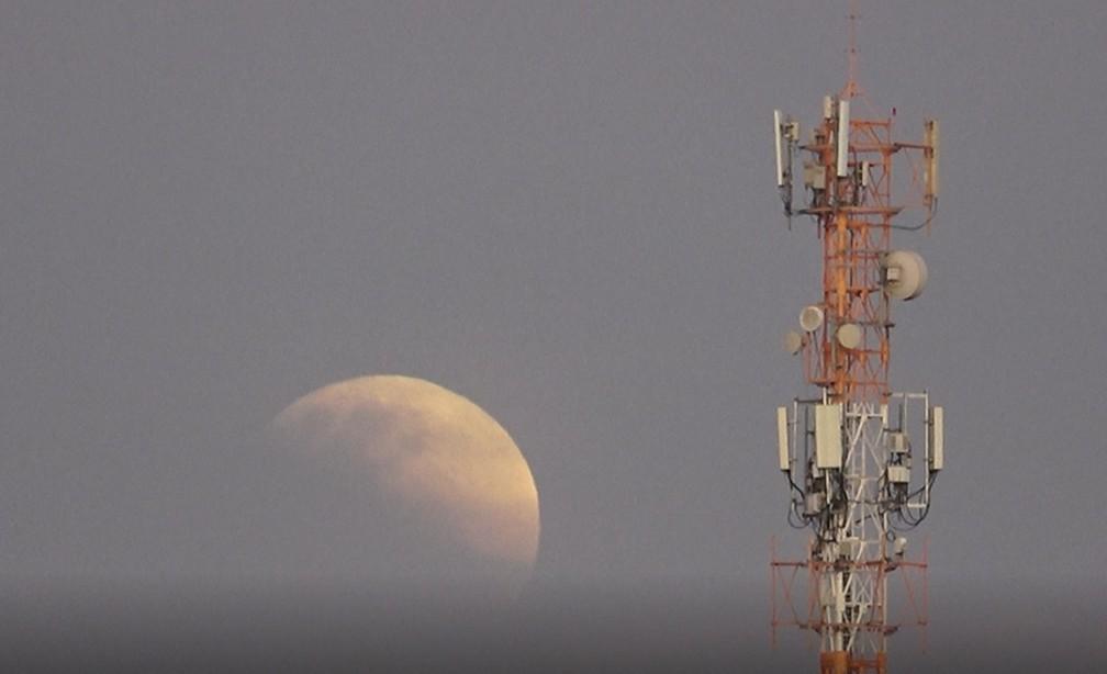 Eclipse parcial da Lua é visto em São Carlos — Foto: Reprodução EPTV