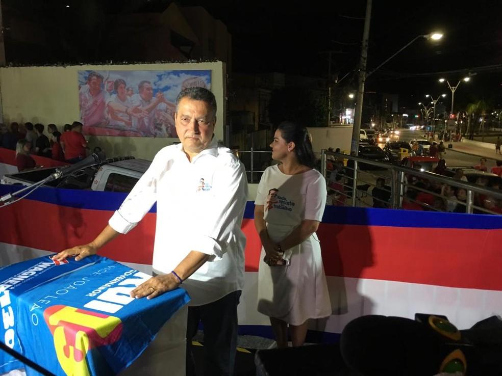 Reeleito governador da Bahia, Rui Costa chega para comemoração no Rio Vermelho, em Salvador — Foto: Itana Alencar/G1