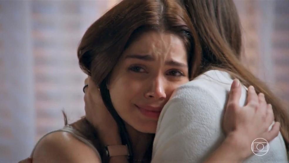 Shirlei (Sabrina Petraglia) fica arrasada com a maneira como Vitória (Betty Gofman) a trata - 'Haja Coração' — Foto: Globo