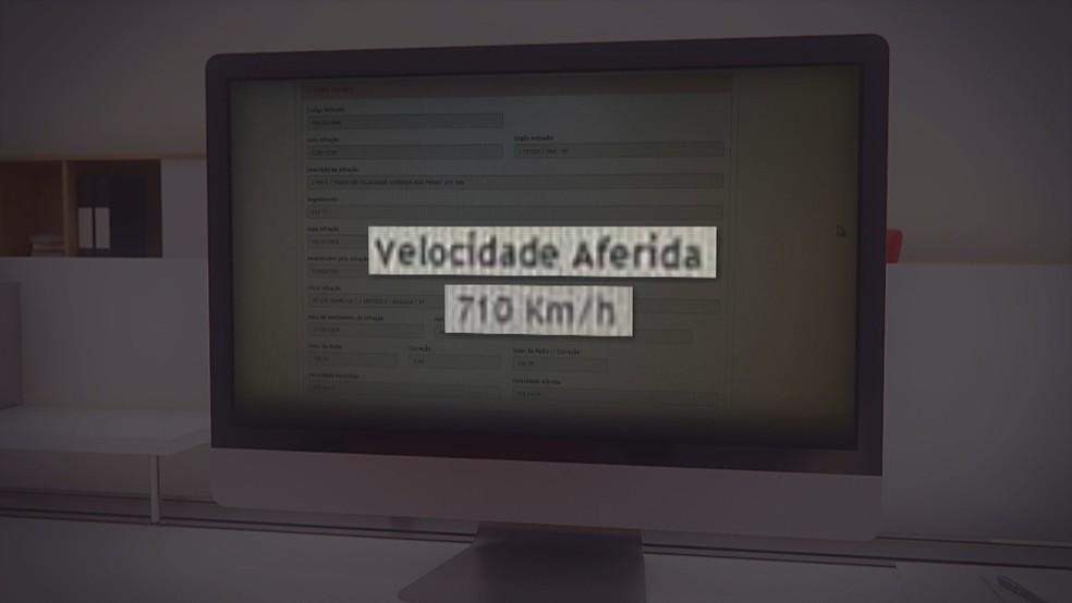 Multa aponta suposta velocidade atingida por carro em Brasília  — Foto: TV Globo/Reprodução