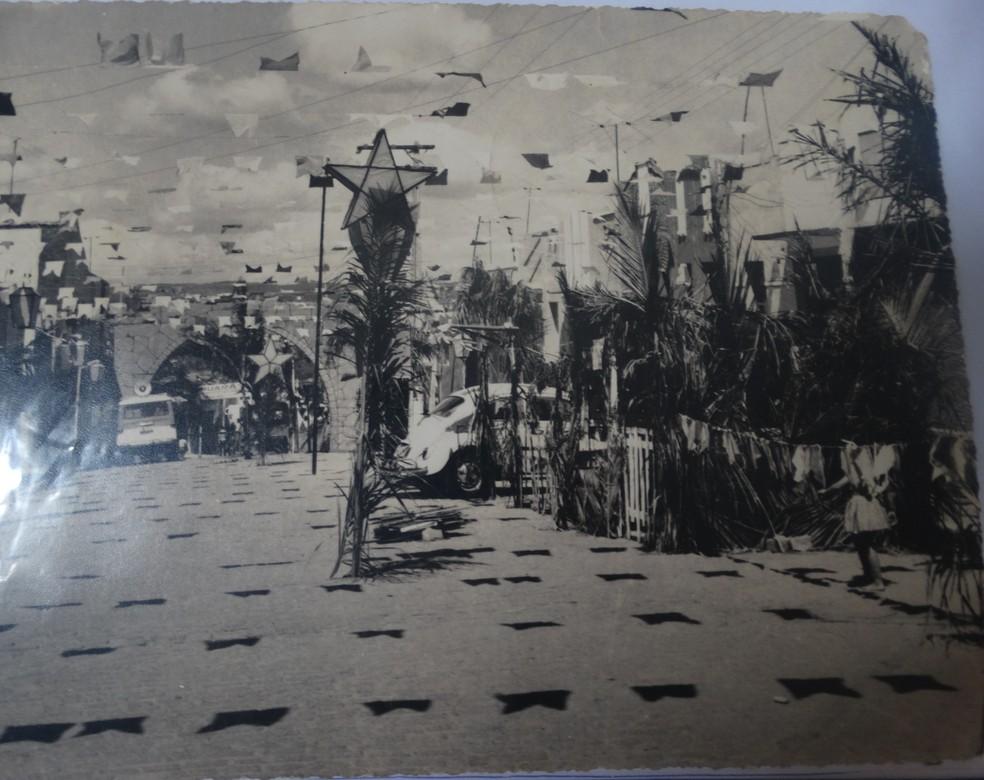 Rua São Roque ficava decorada durante todo o mês de junho  — Foto: Marinete Lira/Arquivo Pessoal