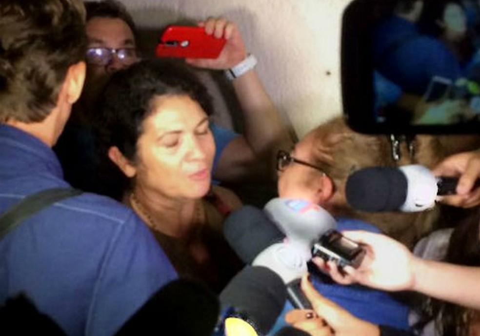 Marinúbia falou com a imprensa após o júri (Foto: Dalton Soares/TV Bahia)