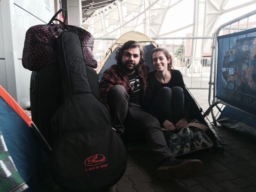 Sinara e Cler, casal de Santa Catarina, são os primeiros da fila (Foto: Rafaella Fraga/G1)