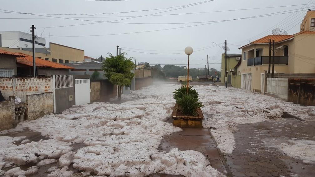 Área central de Itararé amanhece coberta de gelo nesta terça-feira (31) (Foto: Arquivo Pessoal/Ricardo Takeda)