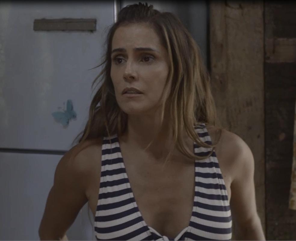 Karola se apavora com a farsa descoberta pelo promoter (Foto: TV Globo)