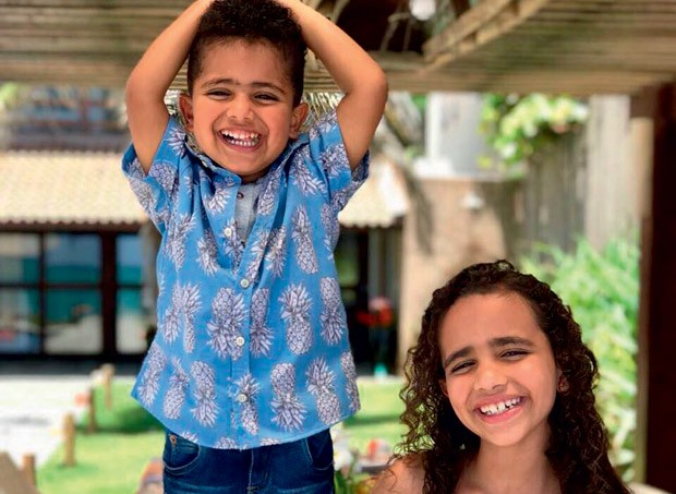 … e os filhos – Tony, 4, e Nina, 8 (Foto: Reprodução/Instagram)