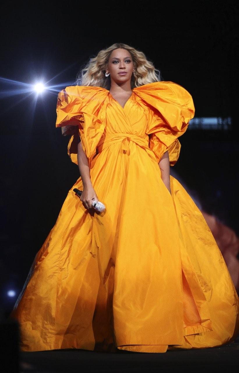 Beyoncé usou um vestido recém saído da passarela de alta costura da Valentino (Foto: Divulgação)