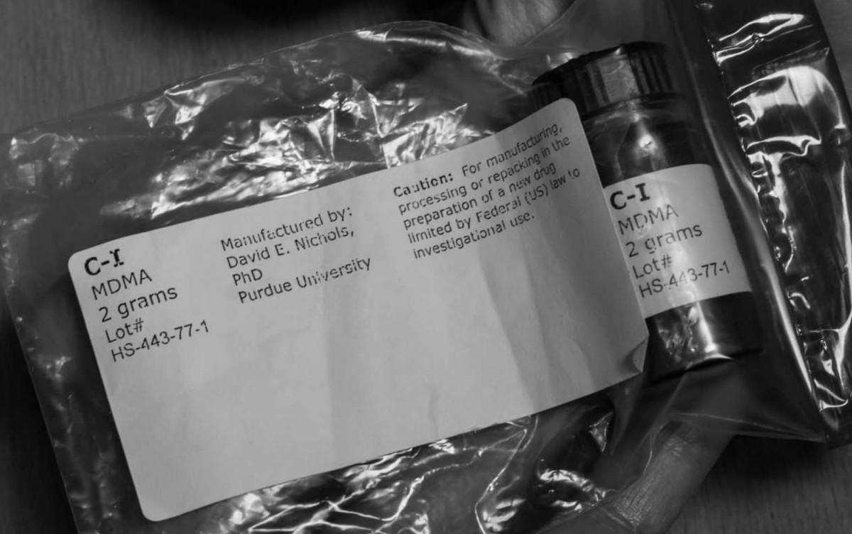Neurocientista recruta vítimas de abuso sexual e outros traumas para teste com substância eventualmente achada no ecstasy, em Goiânia