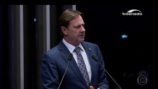 Ministro Alexandre de Moraes suspende viagem de férias de senador preso