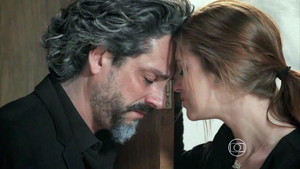 José Alfredo (Alexandre Nero) se despede de Maria Isis (Marina Ruy Barbosa) em cena emocionante - 'Império' — Foto: Globo