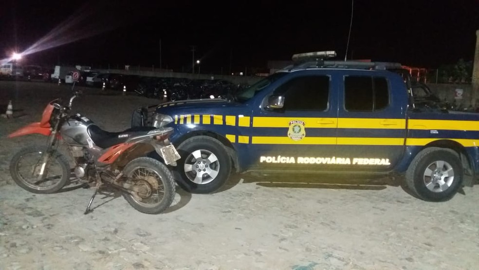 Moto com quase R$ 12 mil em multas foi apreendida pela PRF em Mossoró (Foto: Divulgação/PRF)