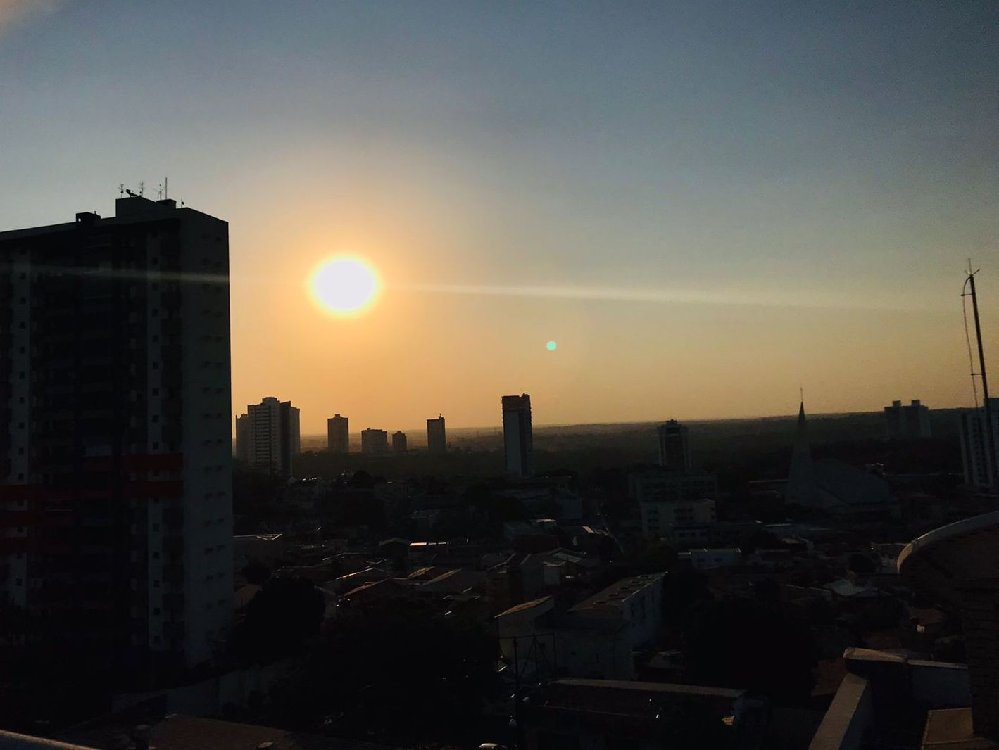 Cuiabá pode ter o dia mais quente do ano com 43°C neste sábado, diz meteorologia
