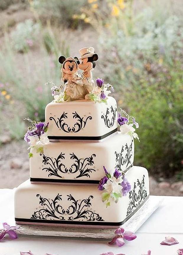 O casal Minnie e Mickey pode representar os noivos em um casamento temático. Abuse das cores e dos enfeites no bolo (Foto: ImageWorks/Reprodução)