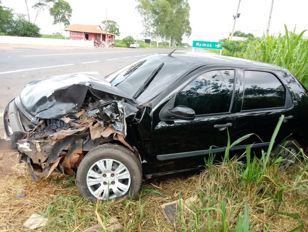 Carro ficou destruído após acidente  — Foto: Divulgação/ PRF