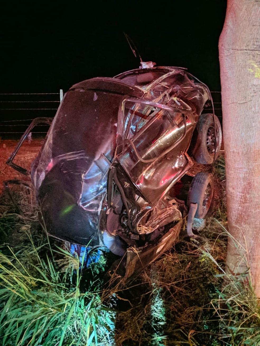 Duas pessoas estavam no carro que capotou em Ibitinga; uma delas morreu  — Foto: Alexandre Donizete / Arquivo pessoal