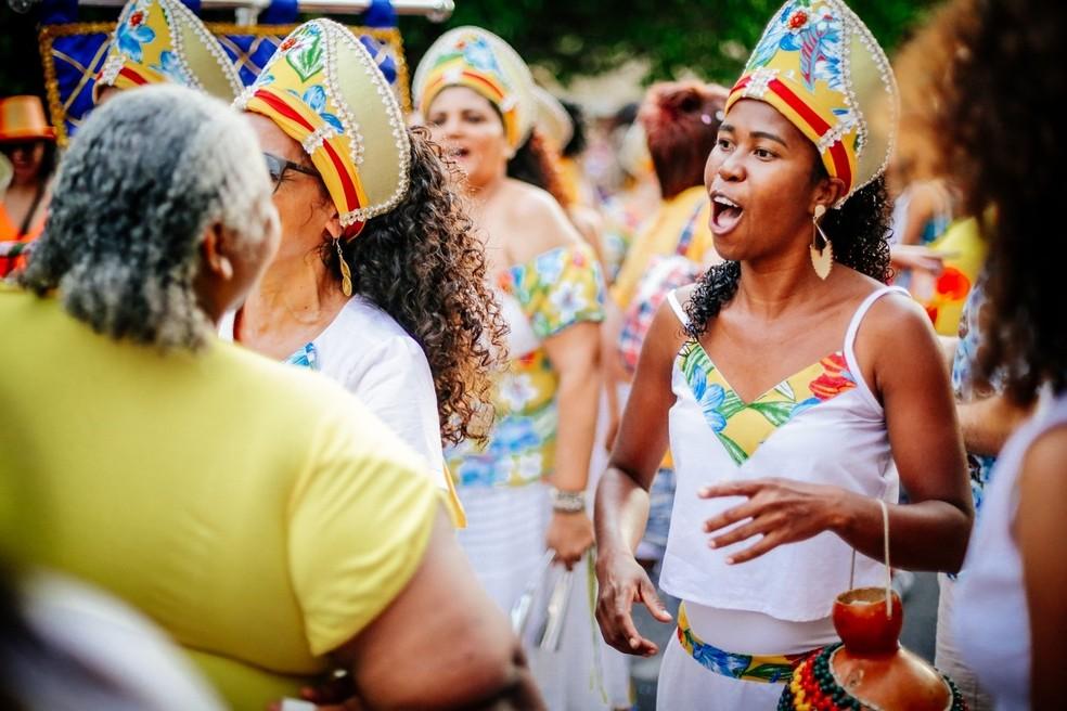 O cortejo do Baque Opará sobre ancestralidade afro indígena segue até a Praça da 21 de Setembro.  — Foto: Redes Sociais/Baque Opará