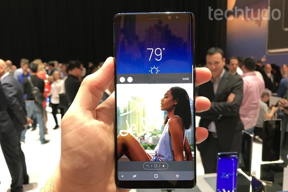 Galaxy Note 8 tem tela de 6,3 polegadas (Foto: Thássius Veloso/TechTudo)