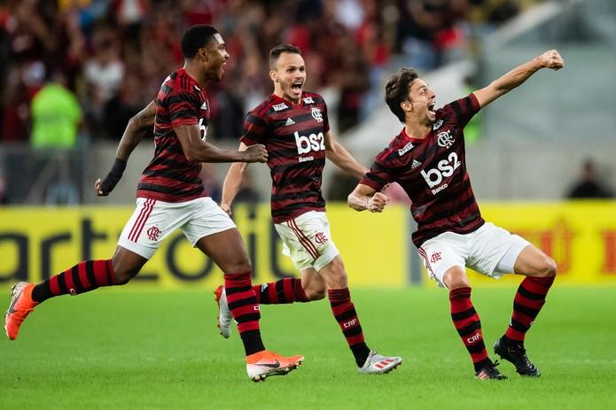 Gol de Rodrigo Caio confirmou a classificação contra o Corinthians na Copa do Brasil. Metas cumpridas no primeiro semestre — Foto: Jorge R Jorge/BP Filmes