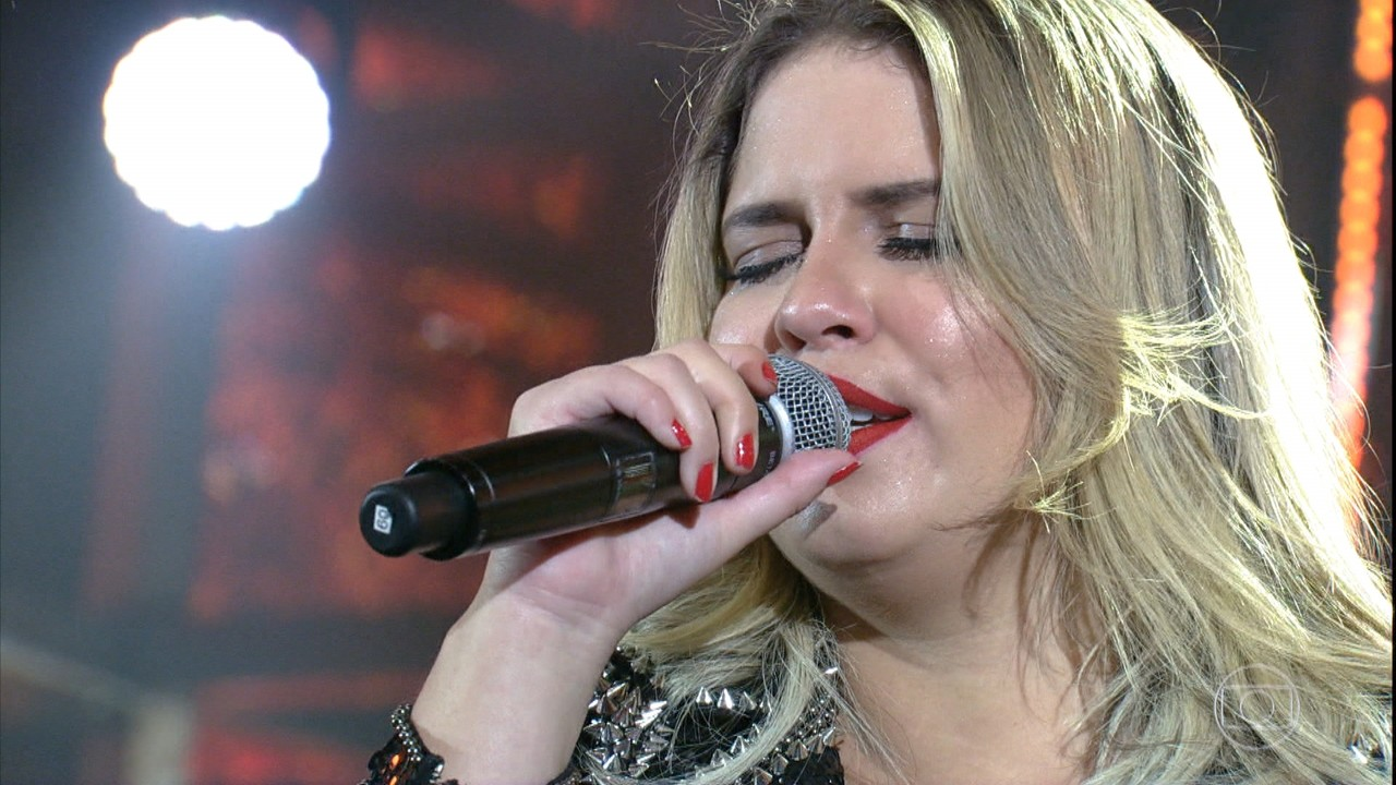 Marília Mendonça canta ' De quem é a Culpa'