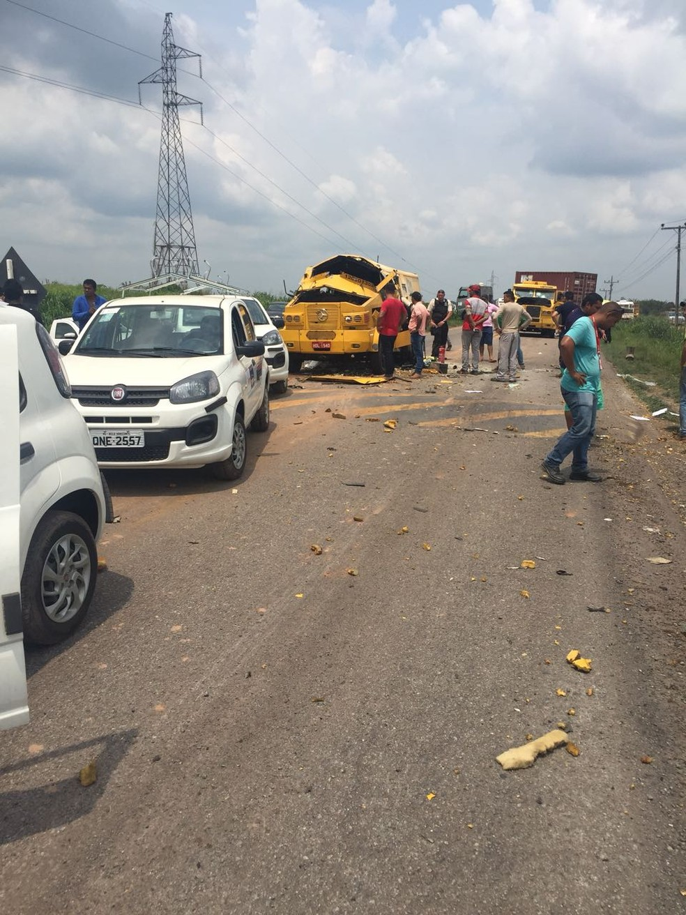 Os assaltantes explodiram um dos veículos. O outro foi metralhado. (Foto: Ascom / PRF)