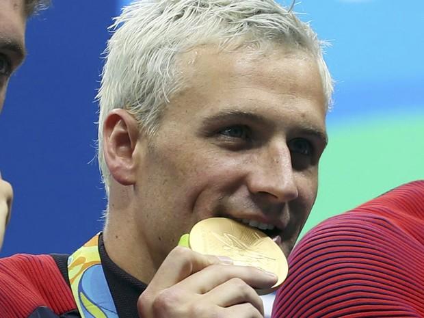 O nadador Ryan Lochte durante cerimônia de premiação na Olimpíada do Rio (Foto: Reuters)