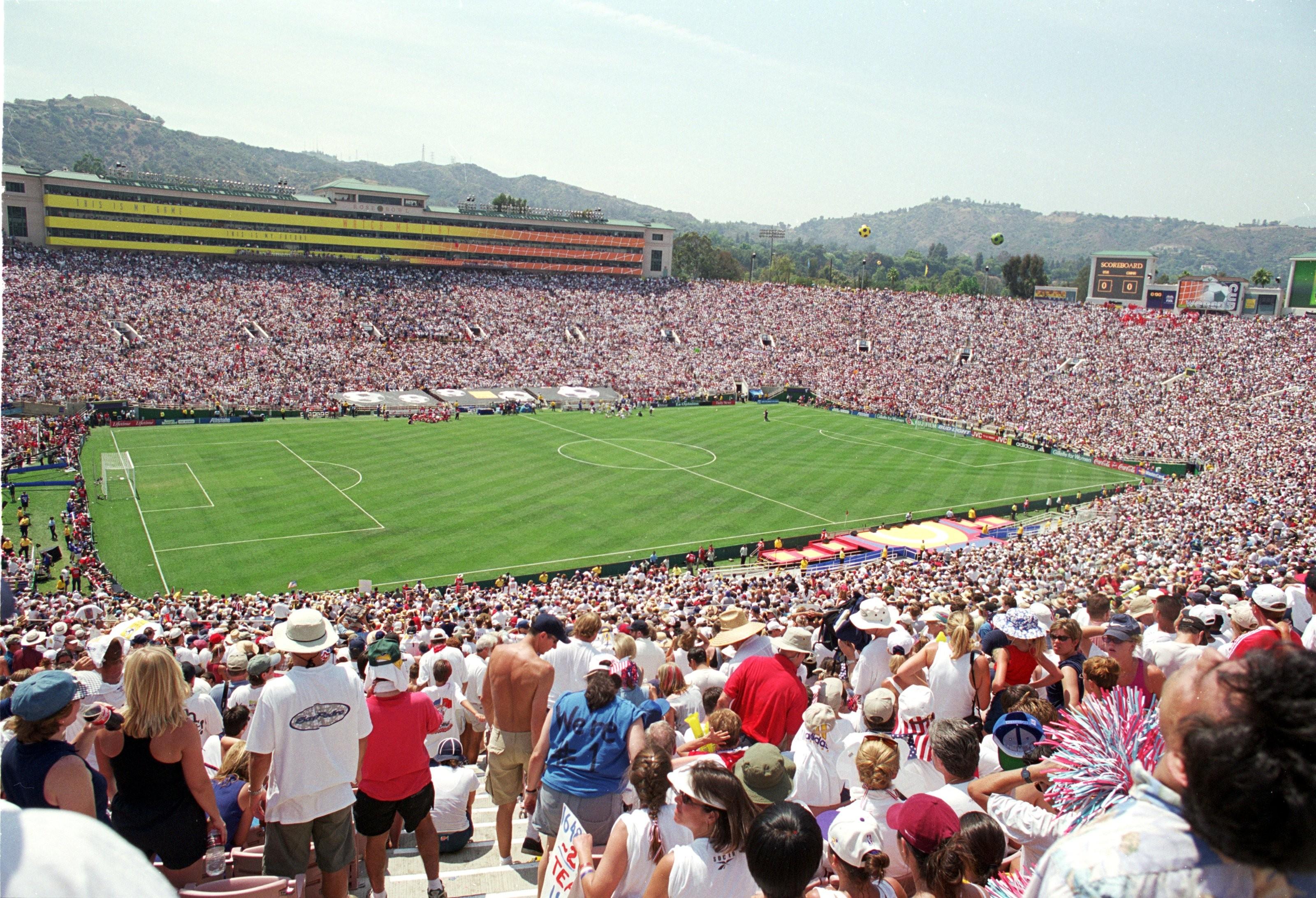 O lendário estádio Rose Bowl, em Pasadena, nos EUA, durante a final da Copa do Mundo de Futebol Feminino, em 1999 (Foto: Foto: Getty Images)