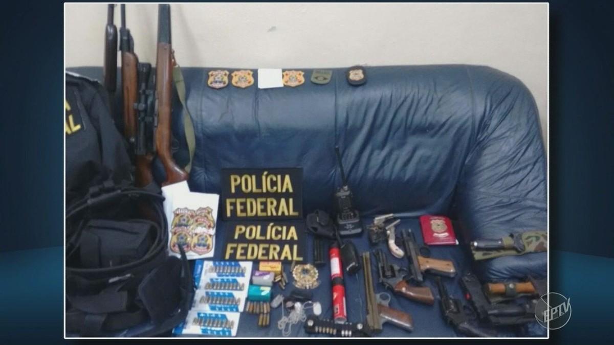 Falso policial federal é preso em Jaguariúna com distintivos, carro adesivado e 9 armas