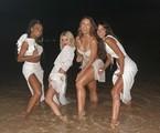 Thelminha, Bruna Marquezine, Manu Gavassi e Rafa Kalimann entram no mar em festa de Ano Novo | Reprodução instagram
