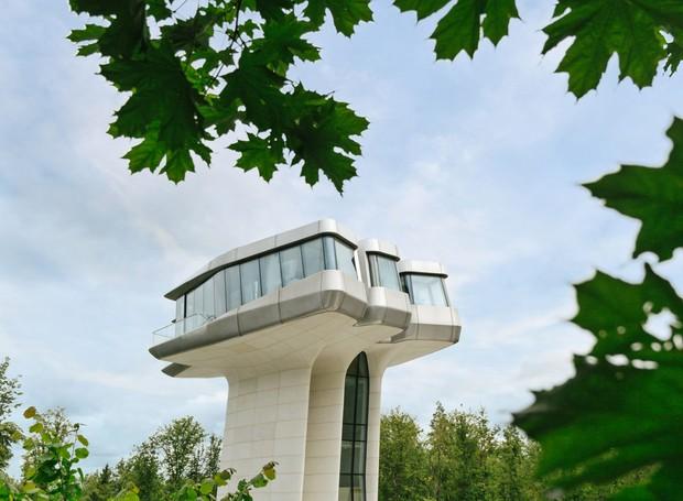 A casa fica localizada em meio a floresta russa de Barvikah (Foto: OKO Group)