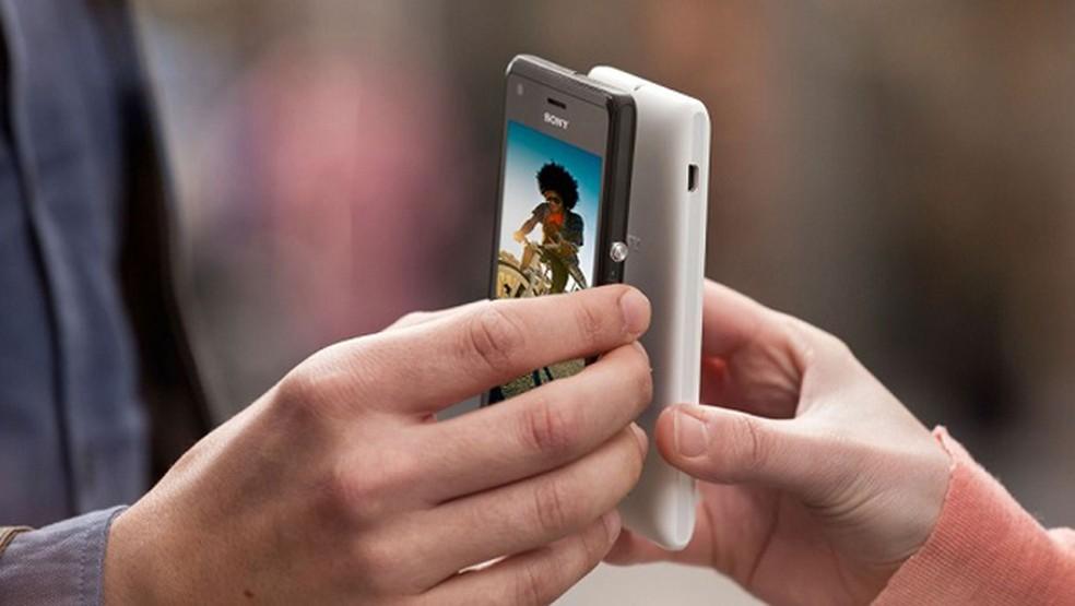 Além de carregar, novo padrão NFC poderá melhorar comunicação entre dispositivos — Foto: Divulgação/Sony