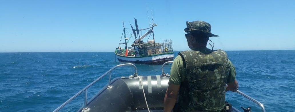 Pescador é multado em mais de R$ 15 mil, tem embarcação e 7 km de rede apreendidos no litoral de SP