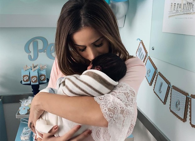 Babi Muniz com o filhop, Pedro, nos braços (Foto: Reprodução/Instagram)