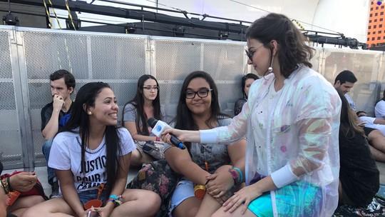 Rock in Rio: Gabriela Medvedovski e Matheus Abreu batem papo com fãs na grade do Palco Mundo