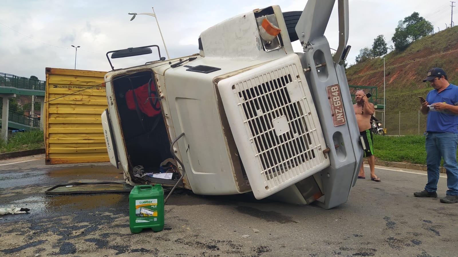 Dois acidentes são registados na Rodovia do Contorno, em Cariacica, ES